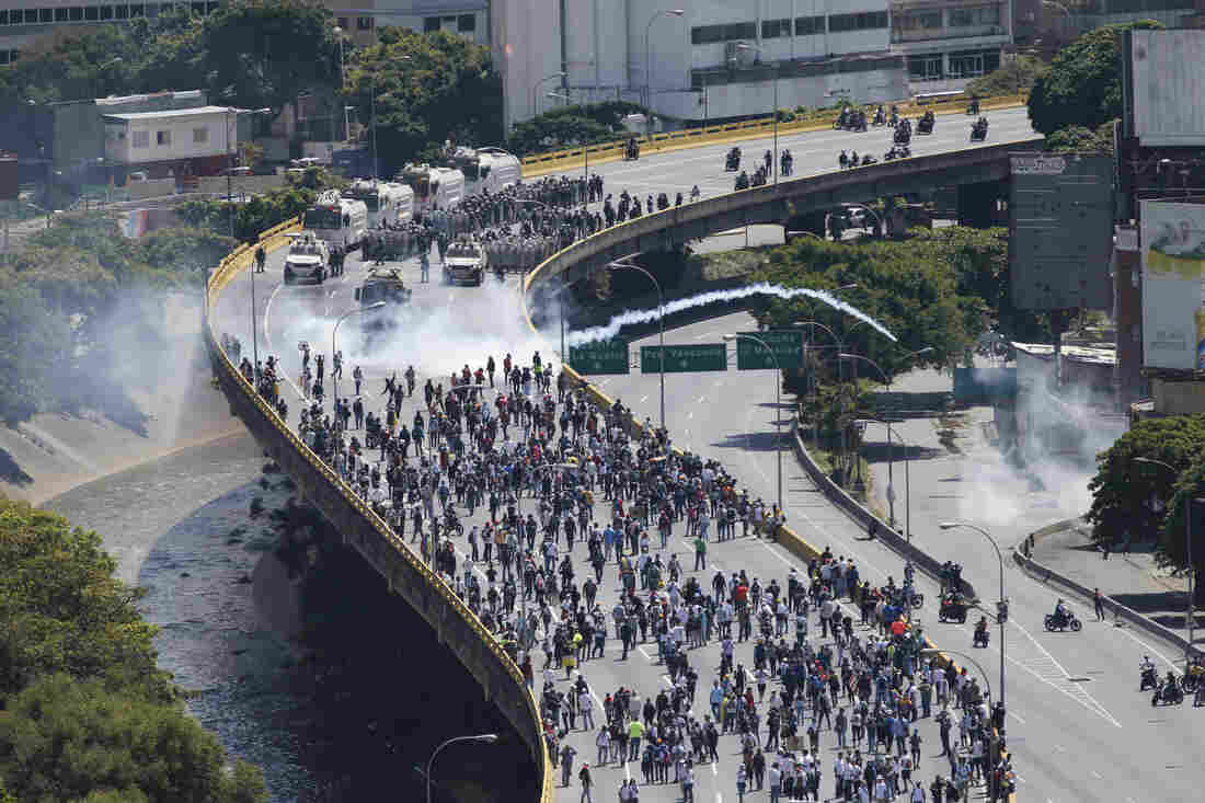 Venezuela opposition accuses Goldman Sachs of financing dictatorship