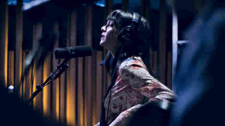 Watch Nikki Lane Perform 'Jackpot' Live In The Studio