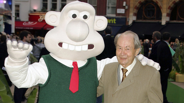 British actor Peter Sallis, who voiced the part of Wallace in the Wallace and Gromit clay animation films, posed in 2005 with a person dressed as that character at the movie premiere of Wallace and Gromit: The Curse of the Were-Rabbit.