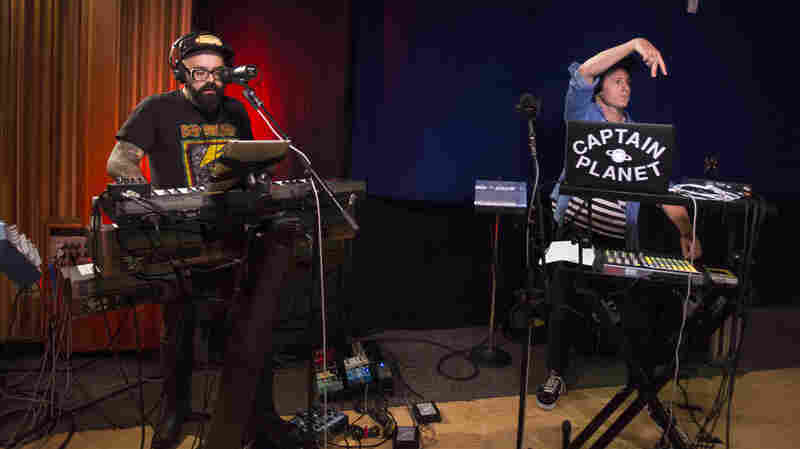 Watch Chico Mann And Captain Planet Perform 'Ya Te Toca' Live In The Studio