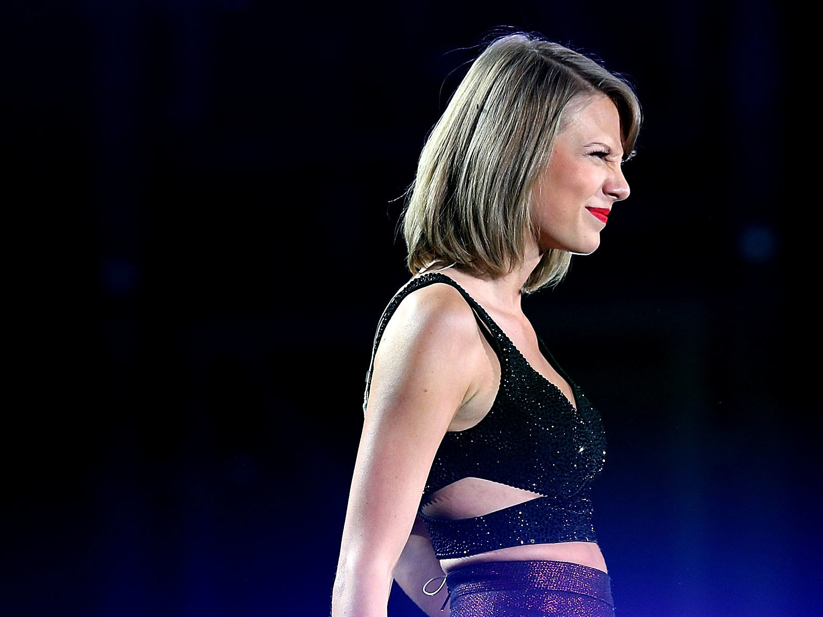 Taylor Swift returns to streaming sites