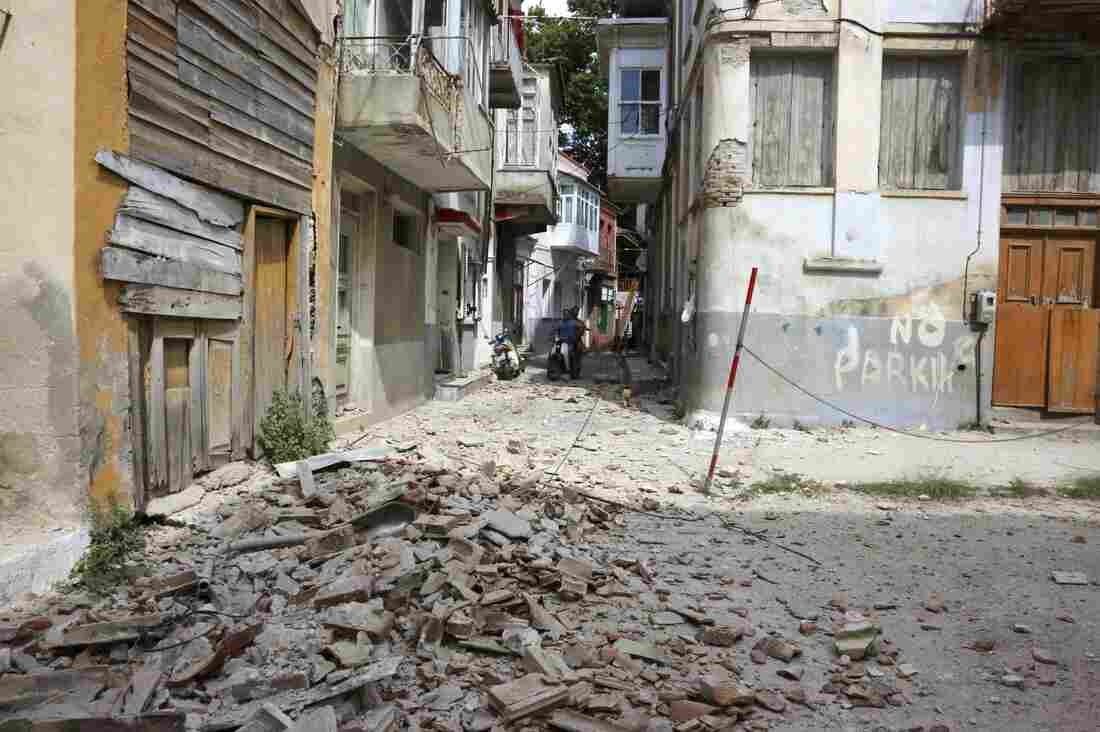 23:07Earthquake Kills One Person on Greek Island of Lesvos