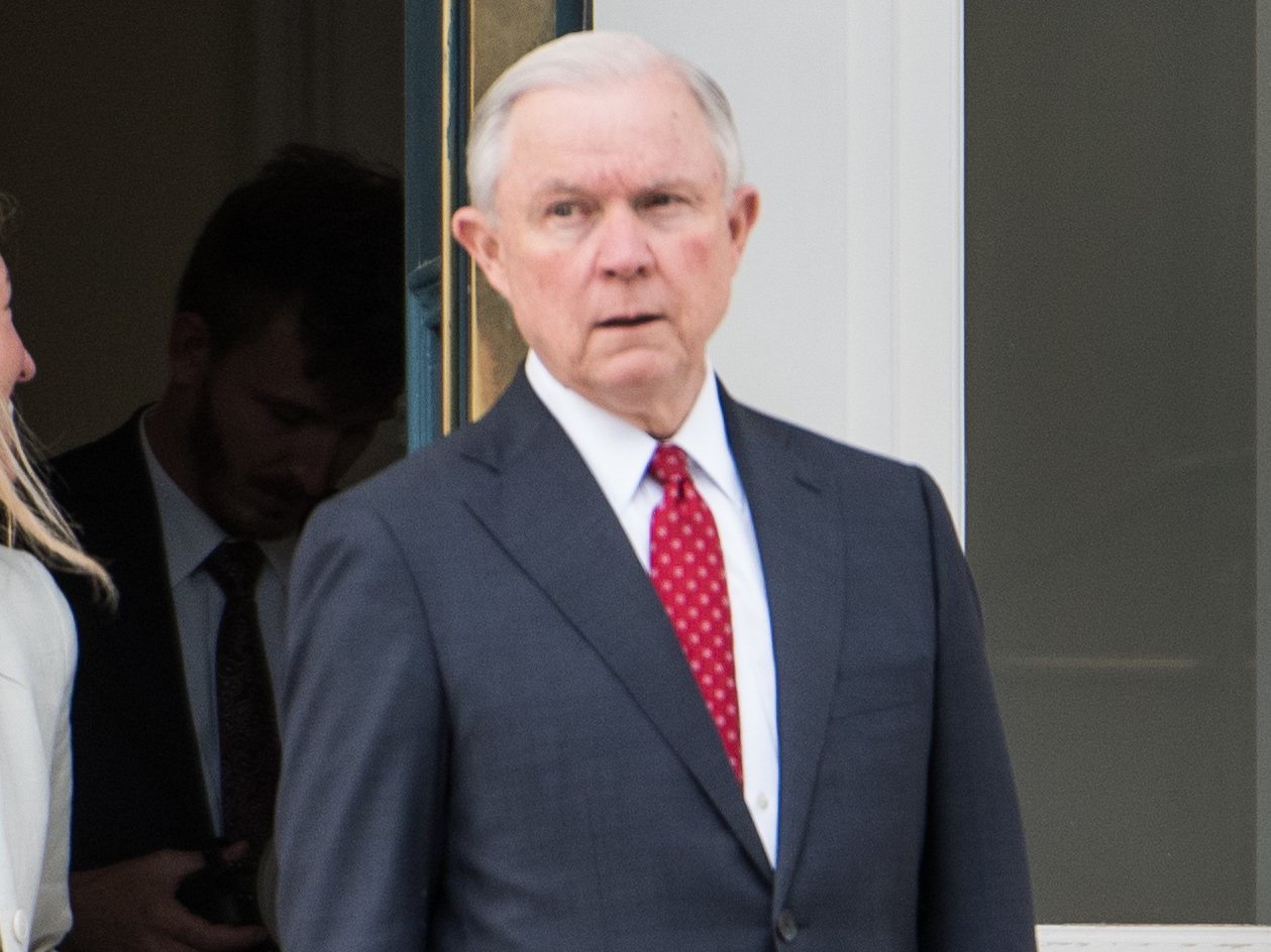 Sessions to testify on contact with Russians