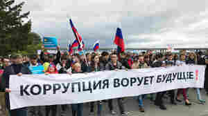 Far From Moscow, Thousands Turn Out To Protest Putin In Siberia's Capital