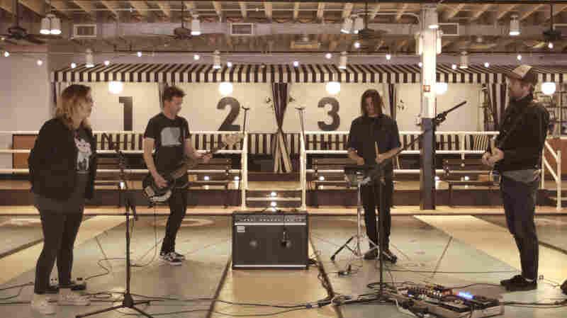 Slowdive Fills A Shuffleboard Parlor With Shimmering Sound