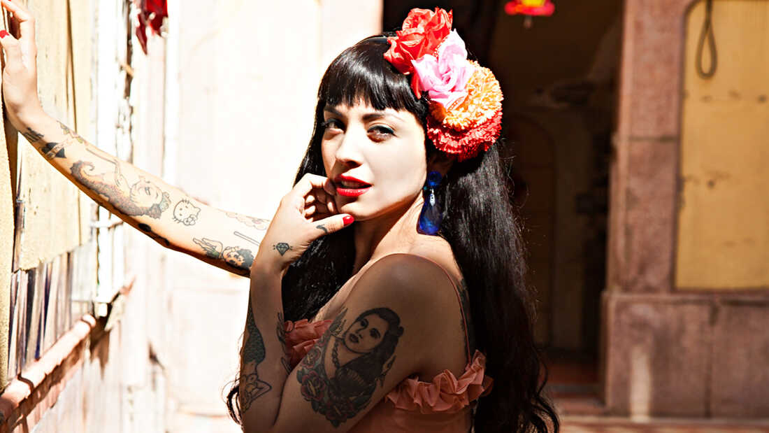 Mon Laferte And Juanes Heat Up The Summer In 'Amárrame'