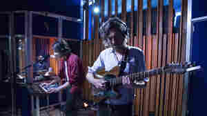 Watch Phoenix Perform 'Fior Di Latte' Live In The Studio