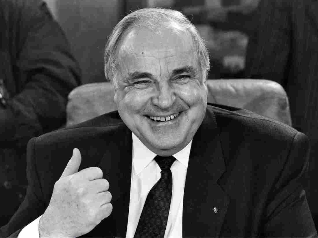 Helmut Kohl, Who Oversaw Germany's Reunification, Dies At 87