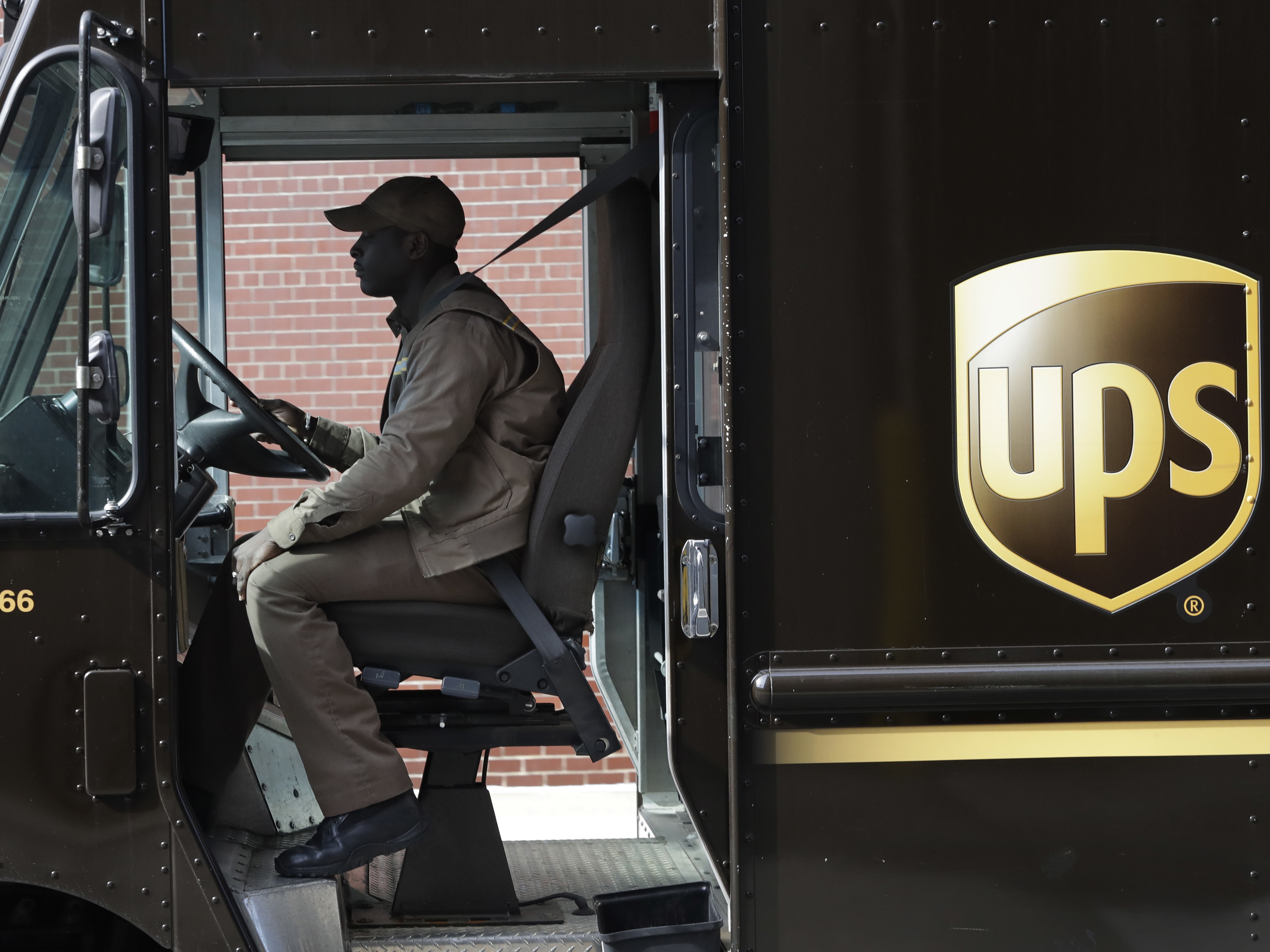UPS announces peak surcharges in the US for holiday season