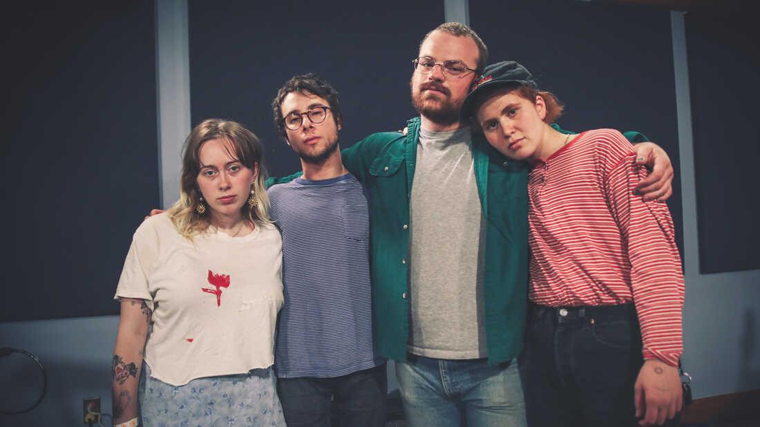 Hear Girlpool Play 'Powerplant' Live In The Studio
