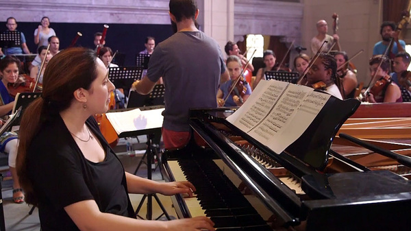 Brooklyn-based pianist Simone Dinnerstein traveled to Cuba to make her recent album with a young orchestra from Havana. Now they