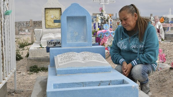 "Maria Guadalupe Guereca, 60, visits the grave of her son Sergio Hernandez Guereca at the Jardines del Recuerdo cemetery in Juarez, Mexico, earlier this year. H ...</td></tr><tr><td><a target=_blank href=""http://www.npr.org/sections/ed/2017/06/26/533788062/how-to-pick-kids-apps-for-the-backseat-this-summer?utm_medium=RSS&utm_campaign=news"" class=""newslink""><b>How To Pick Kids"