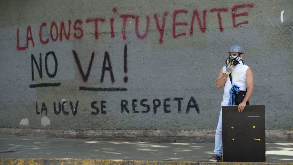 Helicopter Drops Grenades On Venezuela Supreme Court In Anti-Maduro Attack