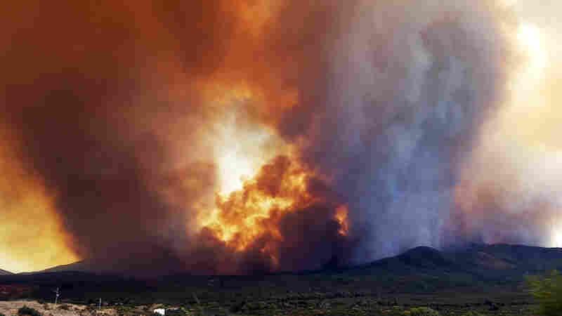 Hundreds Flee Arizona Blaze As Conditions Spur Numerous Wildfires Across Southwest