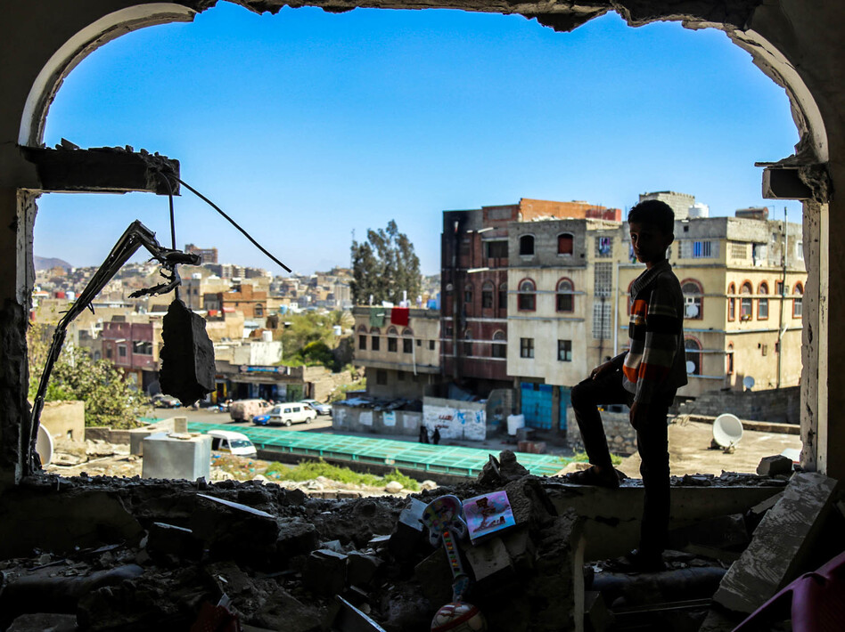 The scene after a mortar attack on the southern city of Taez. (Ahmad Al-Basha/Getty Images)