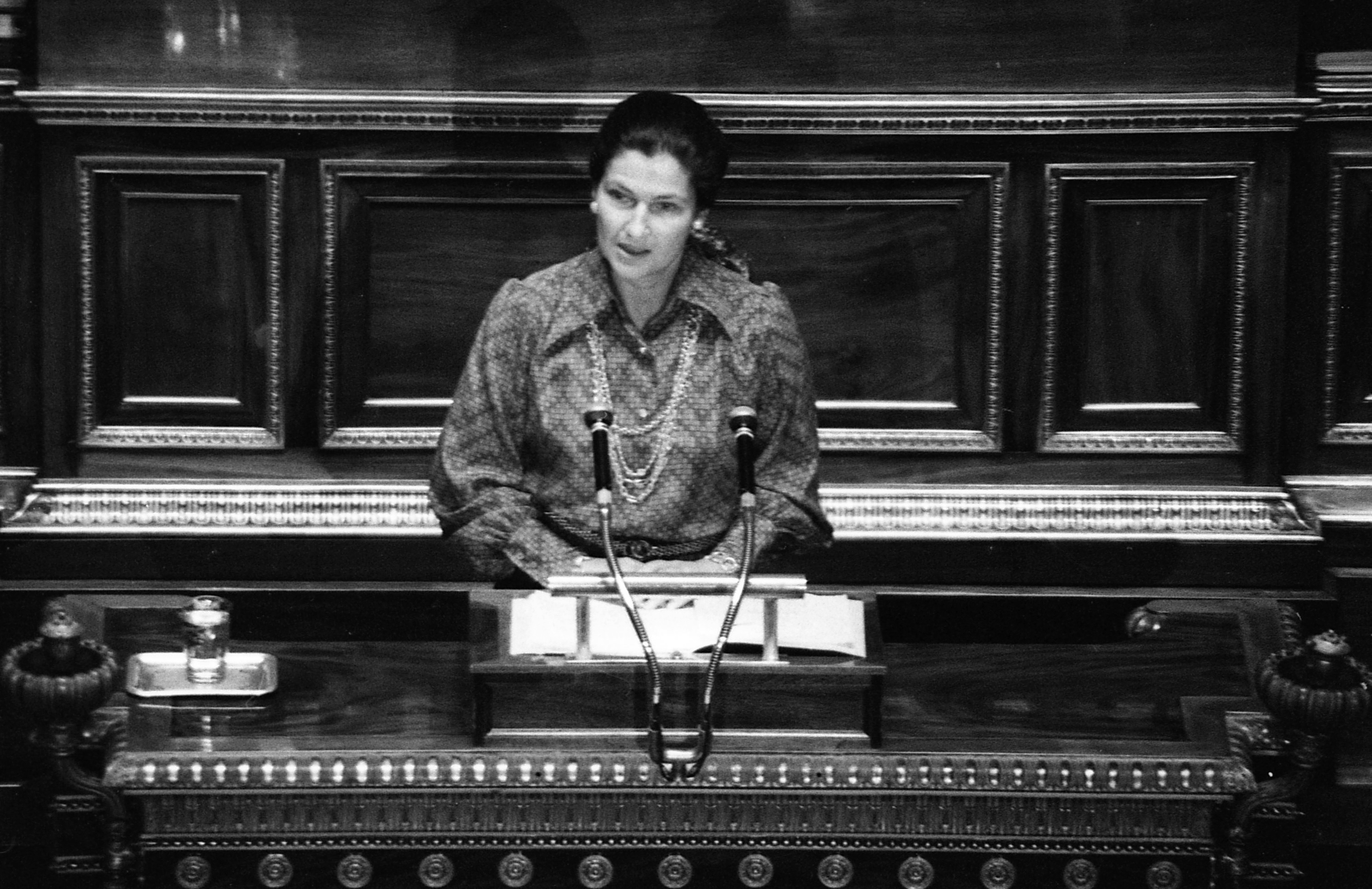 Iconic French leader Simone Veil dies at 89
