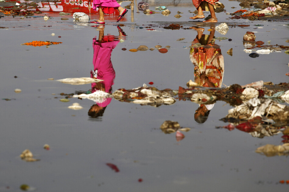 river pollution in hindi