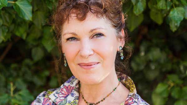 Rebecca Stott teaches English literature at the University of East Anglia in Norwich, England.