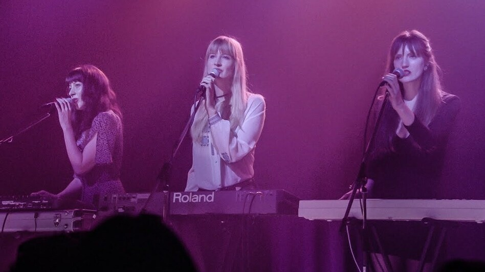 Au Revoir Simone performs on <em>Twin Peaks</em>.