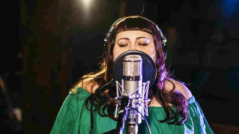 Watch Beth Ditto Perform 'Oo La La' Live In The Studio