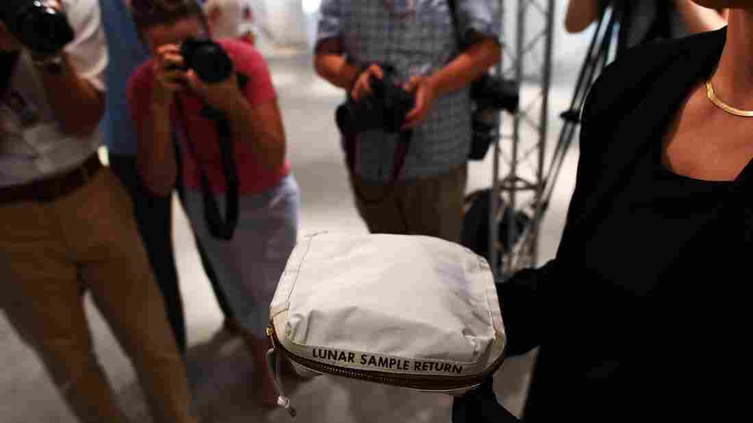 Astronaut Neil Armstrong's moon bag sells for United States dollars  1.8mn at auction