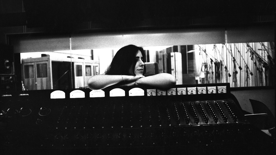 Laura Nyro records in the studio in October 1968 in New York City.