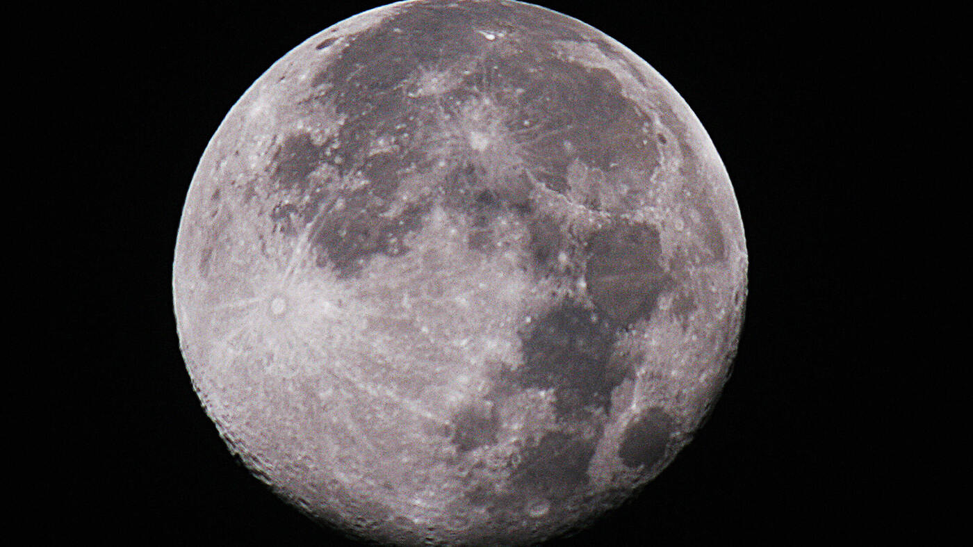 """an analysis of the silvery moon The distance from the moon is from cosmicomics, a book of short stories by italo calvino first published in italian in 1965 and in english in 1968each story takes a scientific """"fact"""" (though."""