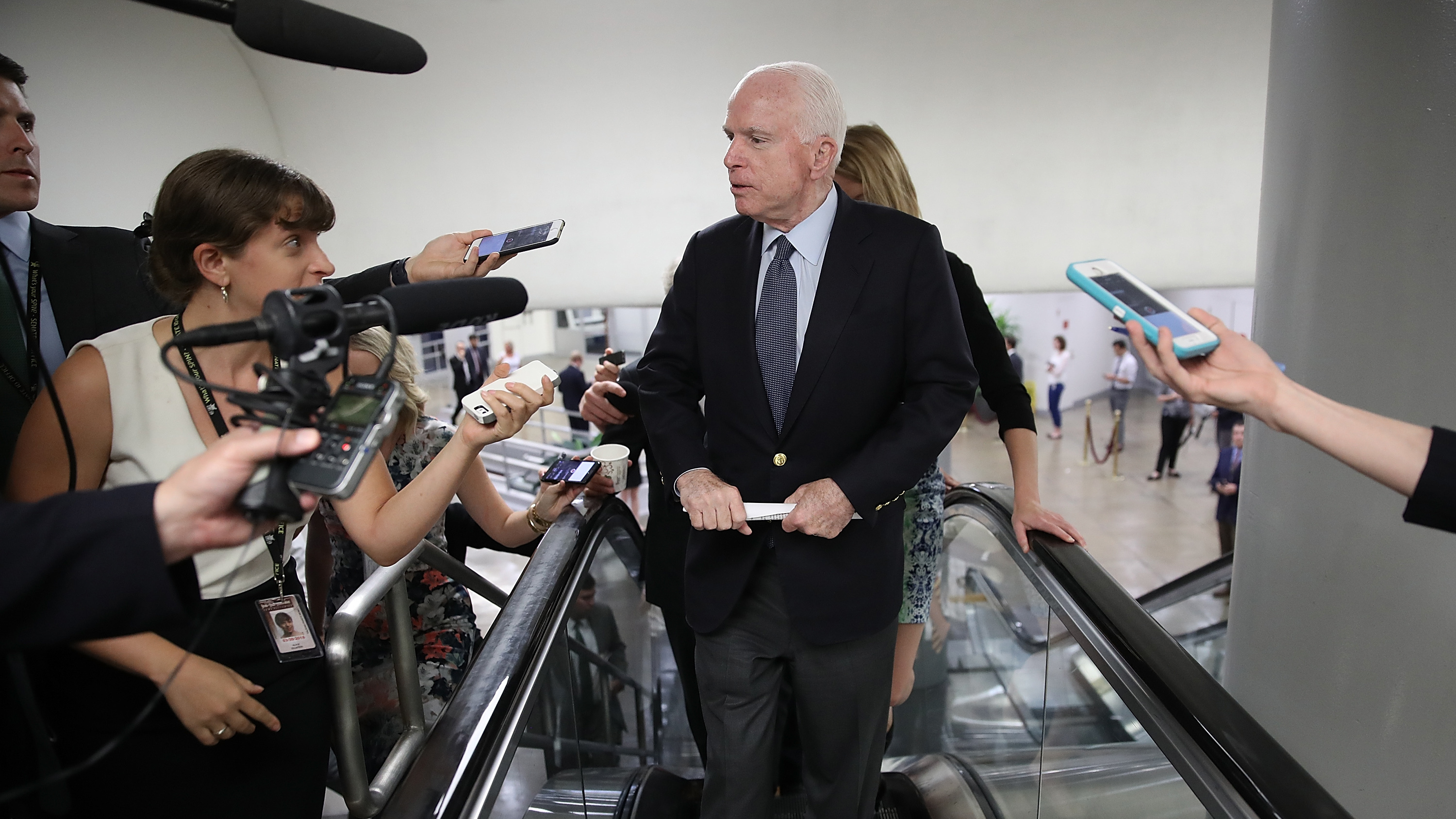 McCain makes dramatic return for key vote