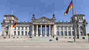 Nazi Salutes End In Arrests For Chinese Tourists In Berlin
