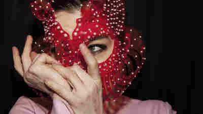 Guest DJ Week: Björk