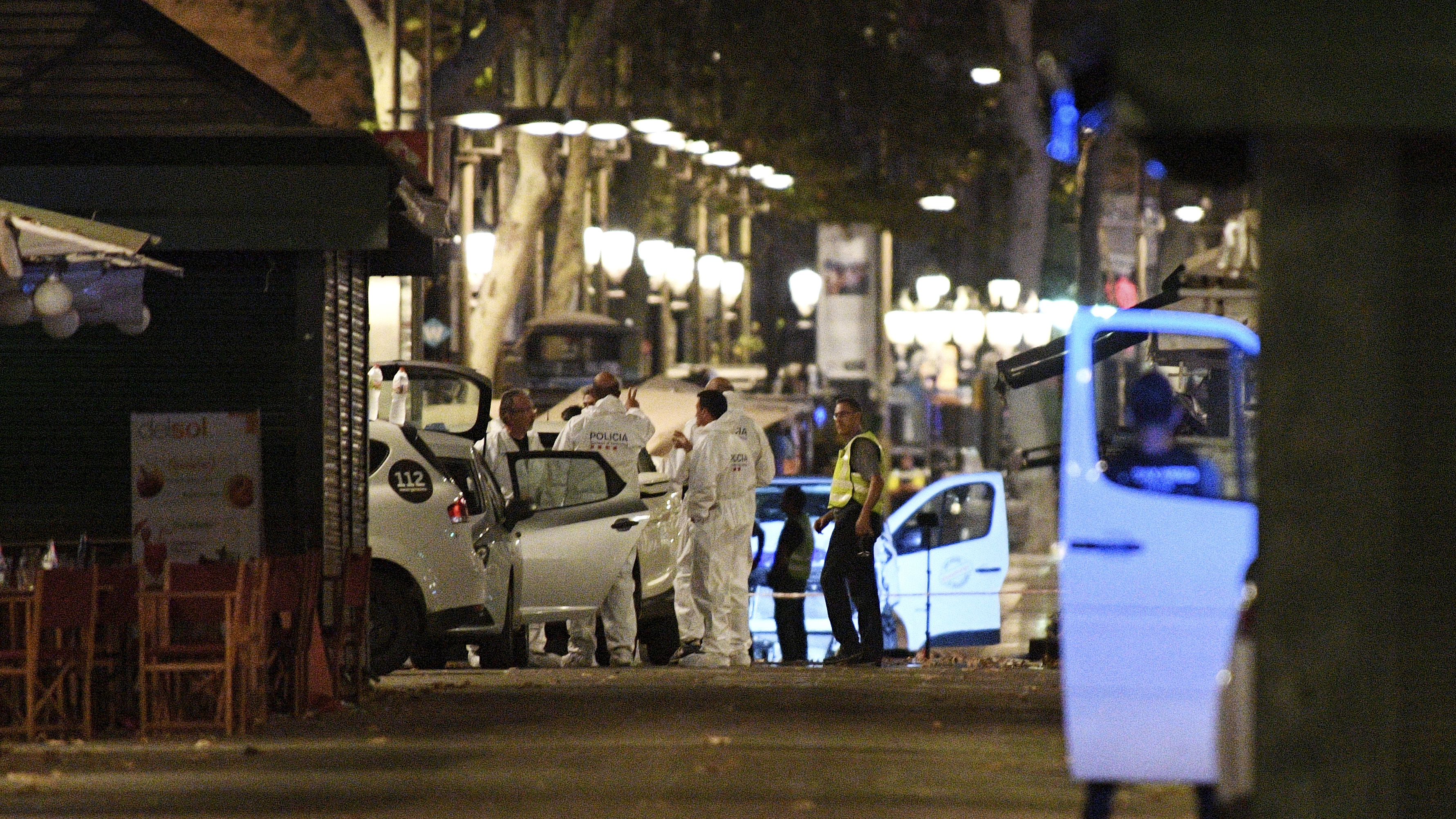 As night falls in Barcelona, Spain, police officers and forensics experts continue to investigate Thursday afternoon's deadly van attack on the popular pedestrian boulevard Las Ramblas. (David Ramos/Getty Images)