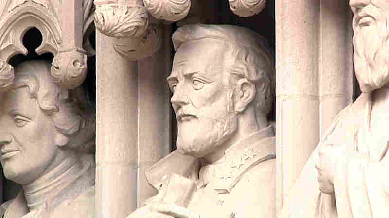 Duke University Removes Robert E. Lee Statue From Chapel Entrance
