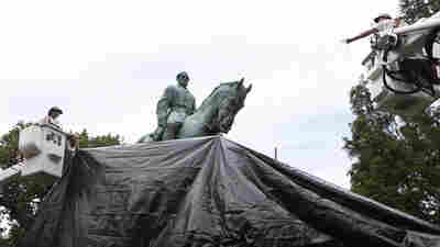 Charlottesville Shrouds Its Robert E. Lee And Stonewall Jackson Statues