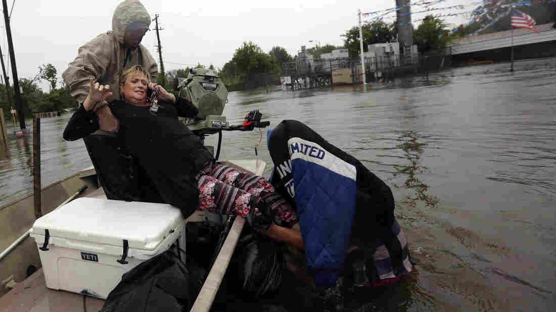 Harvey's heavy rains ratchet up flooding fears in Louisiana