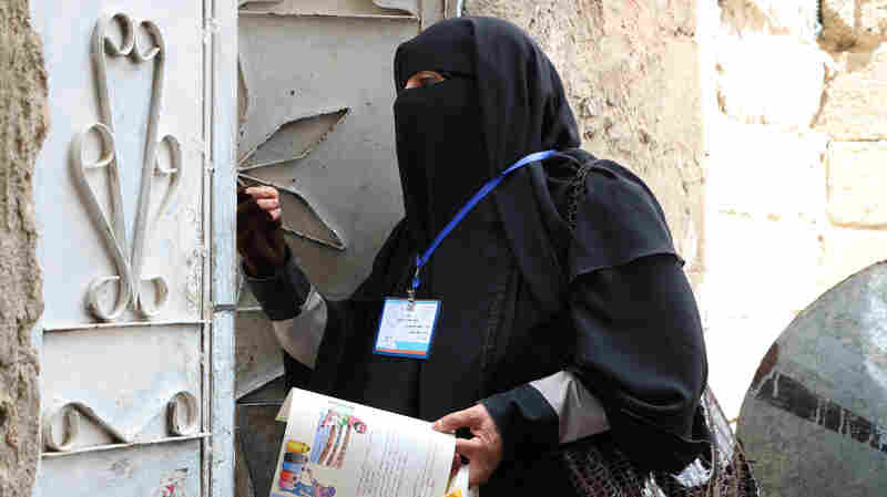 Mother Of 9 Goes Door-To-Door As Part Of Yemen's Anti-Cholera Brigade