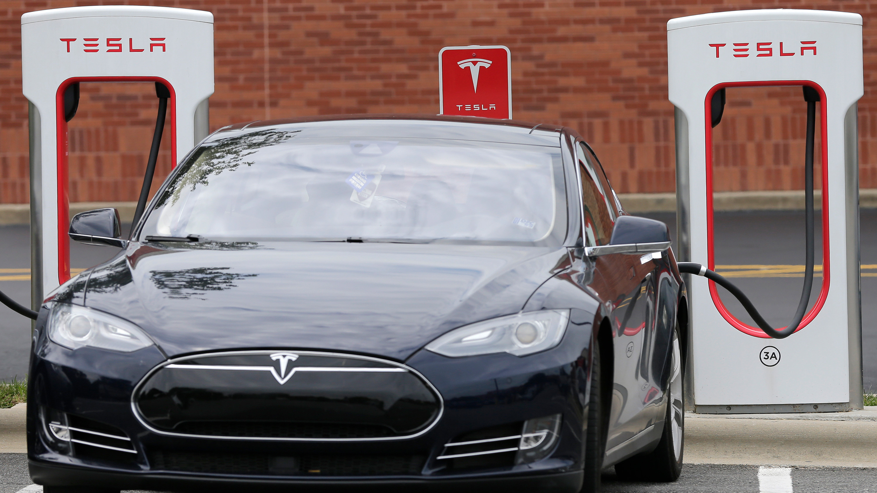 To help Floridians flee Irma, Tesla remotely extended range for free