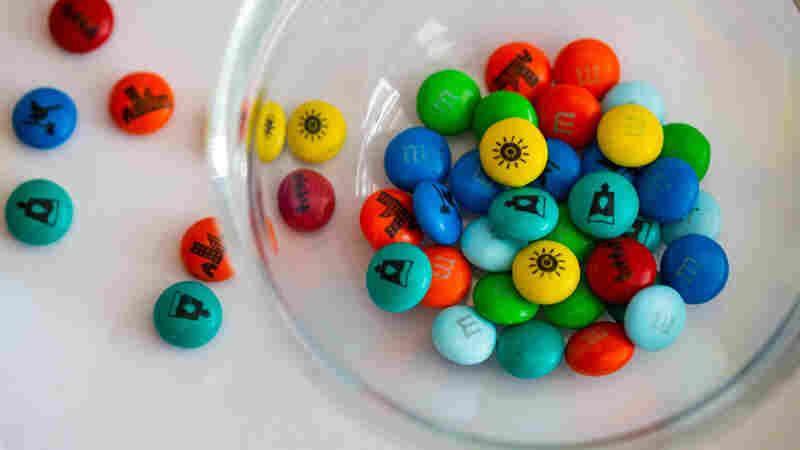 World Leaders Gobble Up M&M's Imprinted With U.N. Goals