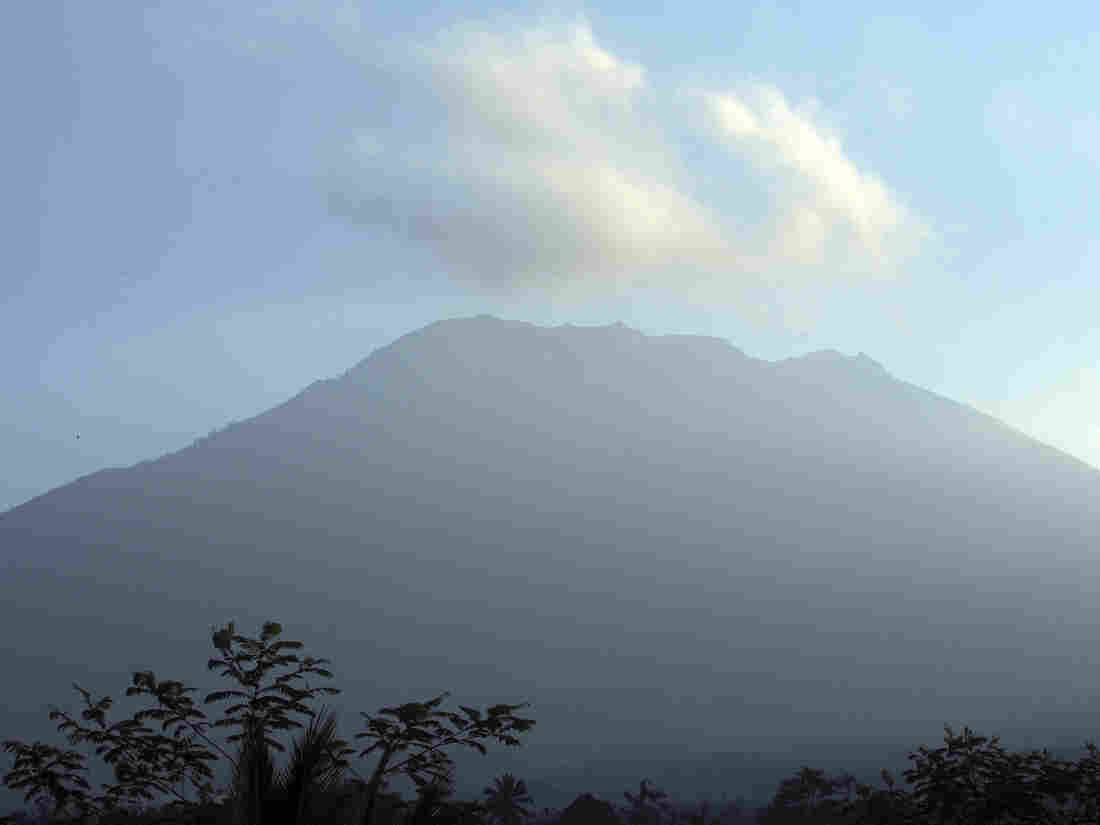 BNPB on Mount Agung: No Signs of Eruption