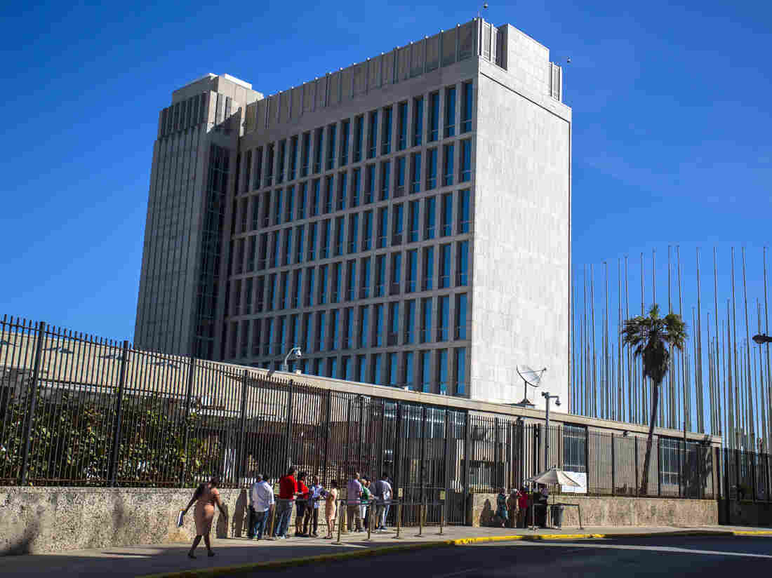 U.S.  set to pull embassy staff out of Cuba