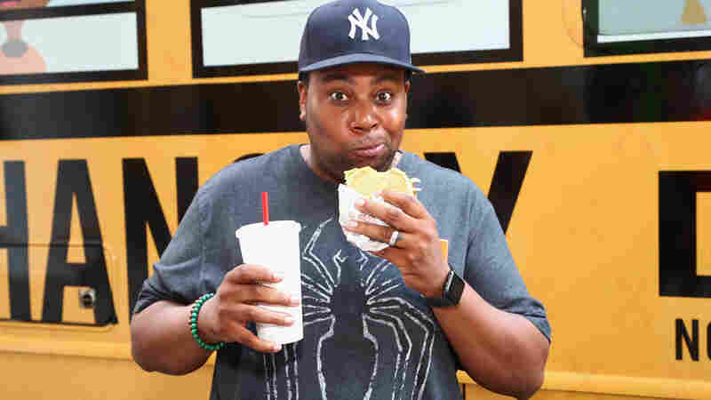 In His 15th Season At 'SNL,' Kenan Thompson Still Knows How To Play It Funny