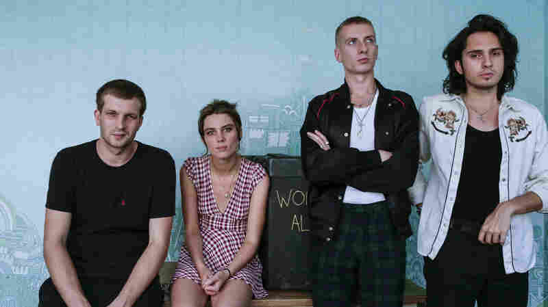 Watch Wolf Alice Perform 'Don't Delete The Kisses' Live In The Studio