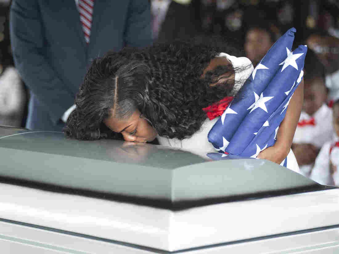 Trump 'couldn't remember my husband's name,' fallen soldier's widow says in interview