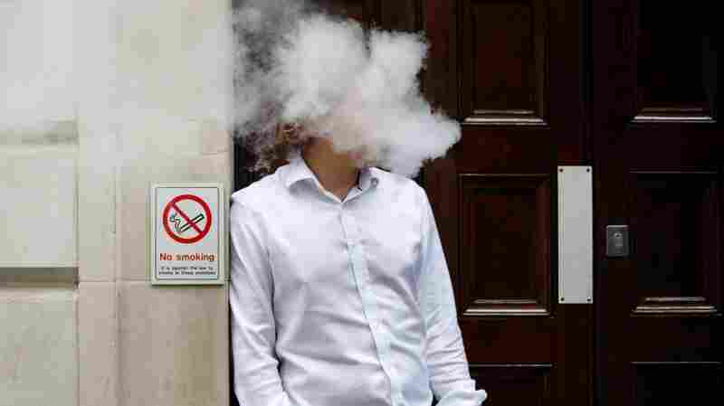 New York Bans Vaping Indoors In Public: State Law Classes E-Cigs With Cigarettes