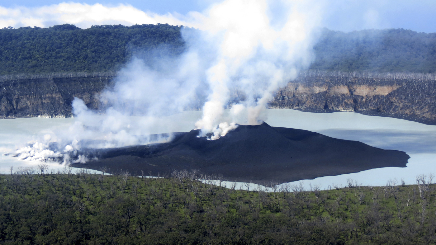 vanuatu volcano alert passes and islanders are allowed to