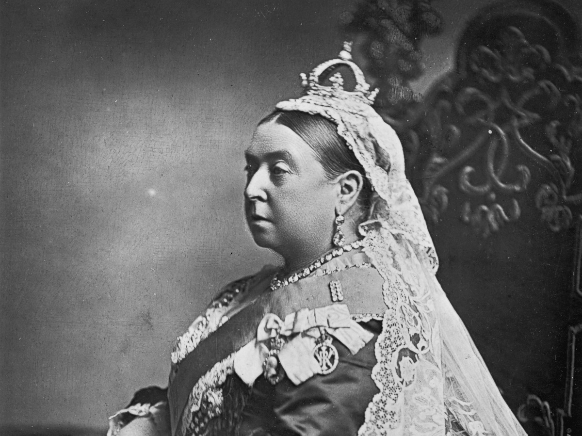 Queen Victoria's Unlikely Bond With Indian Attendant Made ...