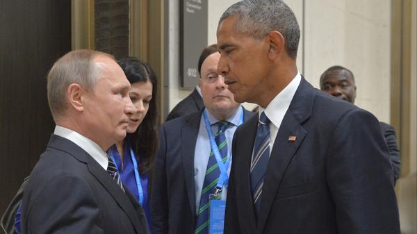 Russian President Vladimir Putin, left, speaks with then-U.S. President Barack Obama in Hangzhou, China, on Sept. 5, 2016.