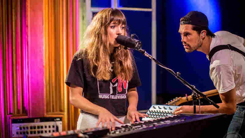 Watch Oh Wonder Perform 'Lifetimes' Live In The Studio