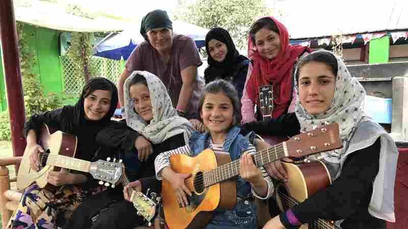 An American Rock Musician Teaches Guitar To Kabul's Street Kids