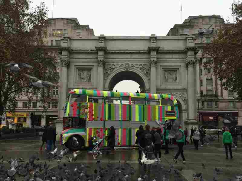 Magda Sayeg: Double-Decker Bus (London, United Kingdom)