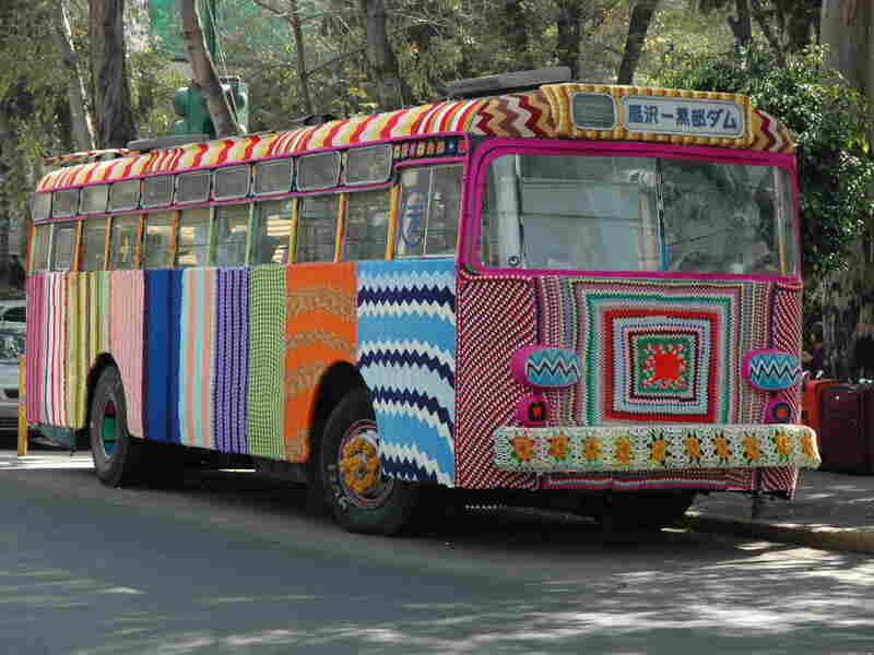 Magda Sayeg: Bus (Mexico City, Mexico)